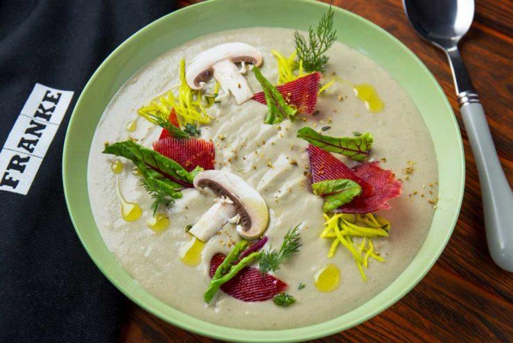 Крем-суп з печериць та цибулею порей