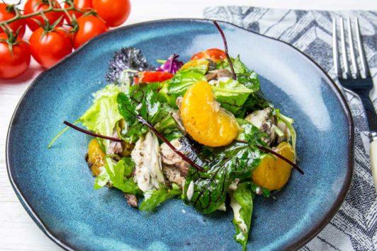 Салат с запеченной скумбрией