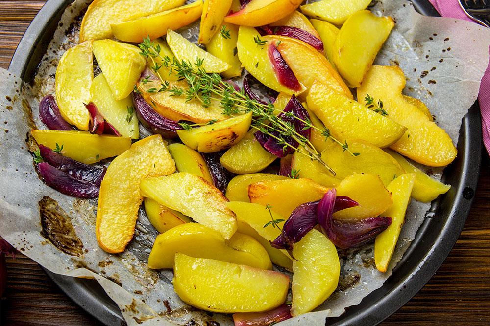 Запечена картопля з айвою