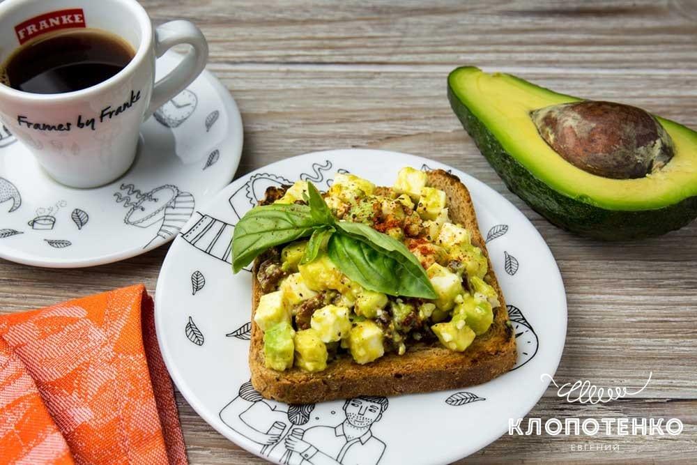 Авокадо тост: рецепт идеального завтрака