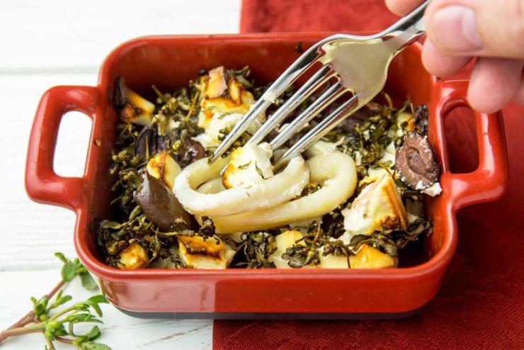 Кальмары с фетой и оливками