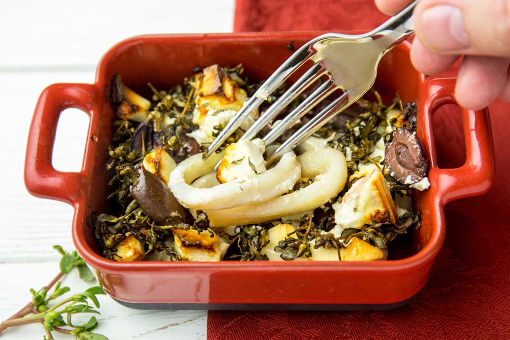 Кальмари з фетою і оливками