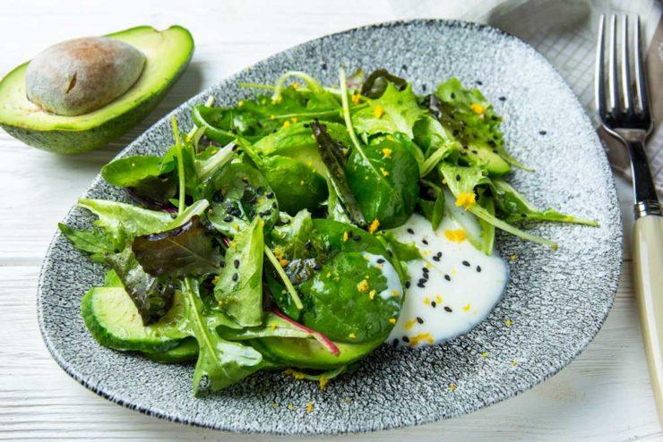 Салат из авокадо с йогуртом