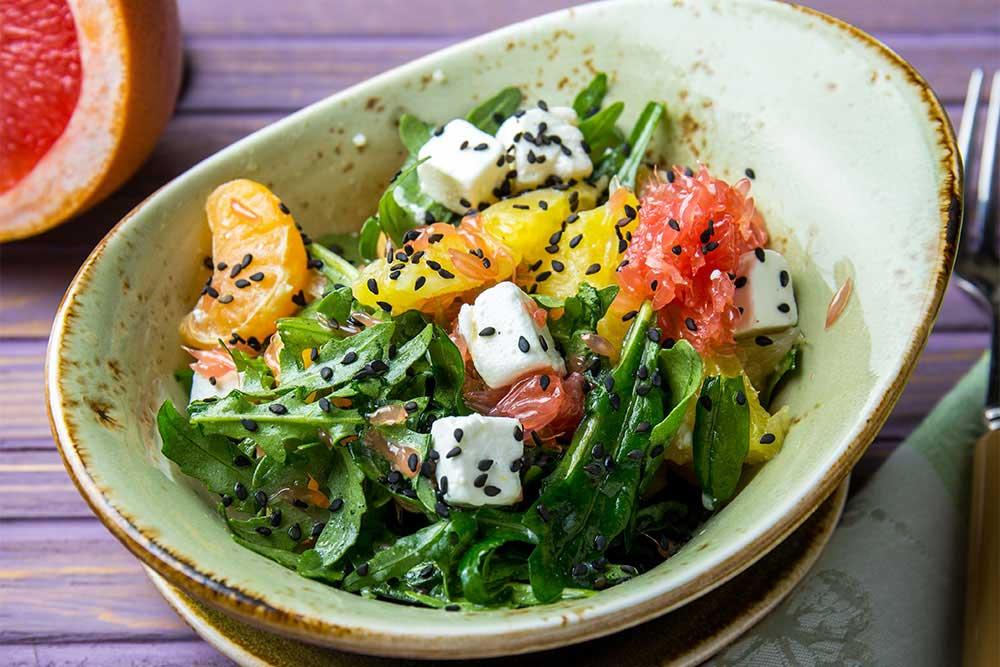 Салат з цитрусовими і сиром фета