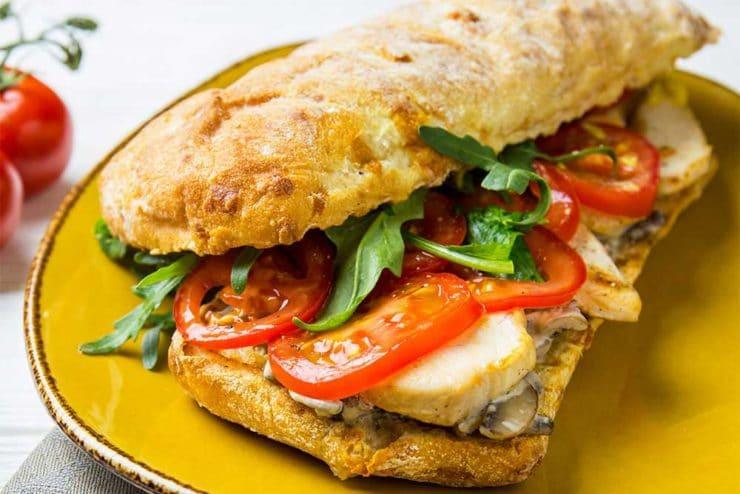 Сэндвич с курицей и грибами