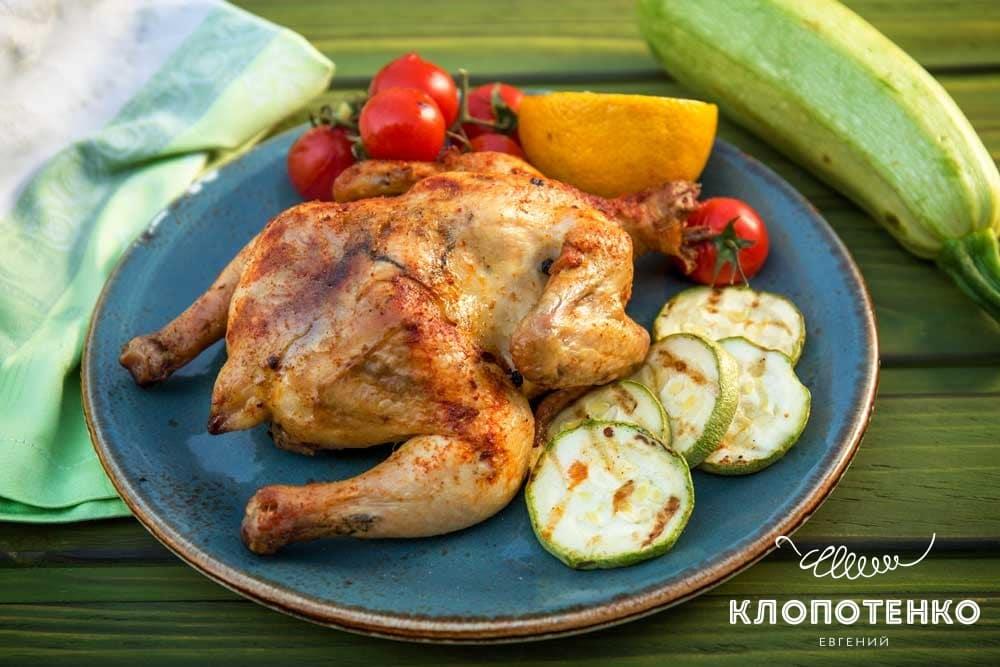 Курча на грилі з овочами