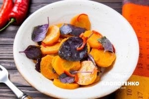 Салат з морквою