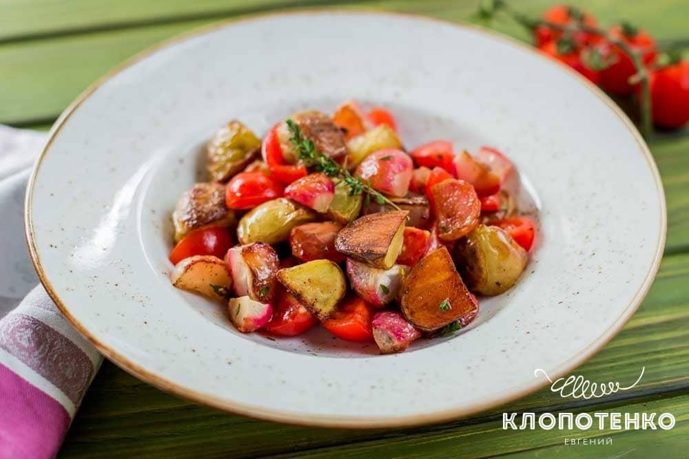 Салат із запеченою редискою і картоплею