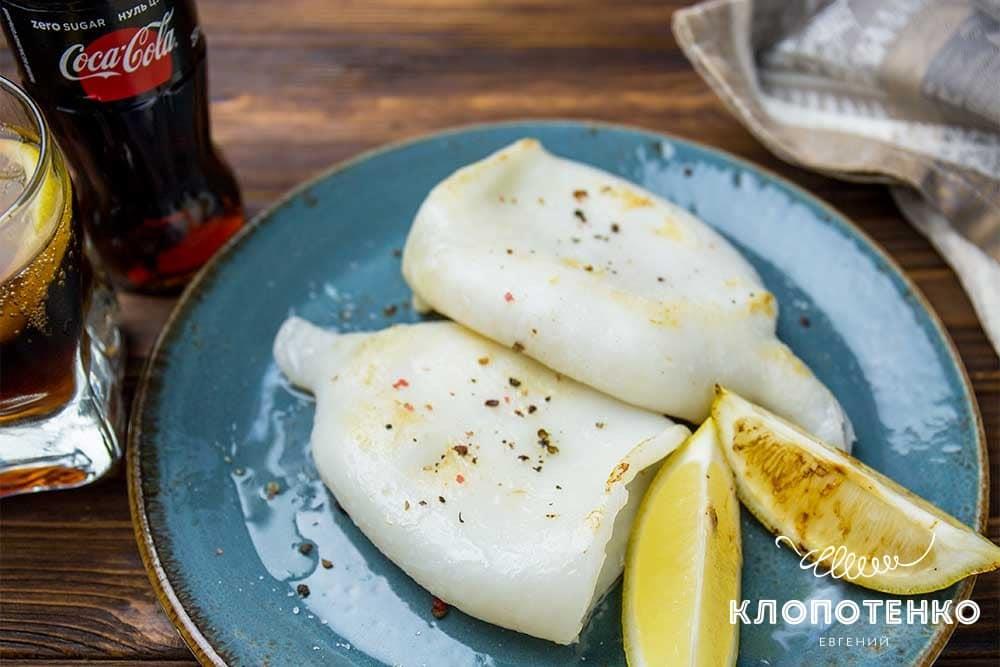 Кальмар на грилі з лимоном