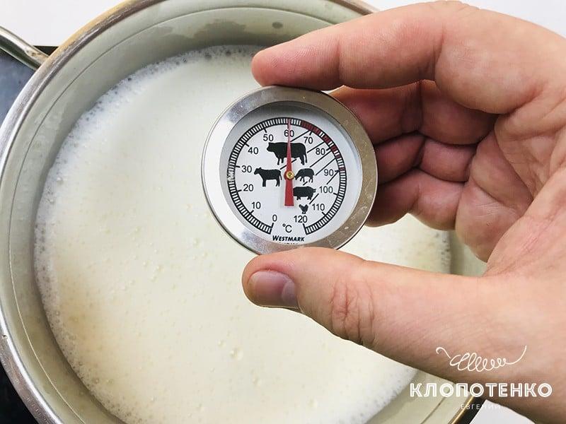 Нагрейте молоко до 60 градусов