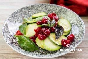 Салат из кабачков с вишней