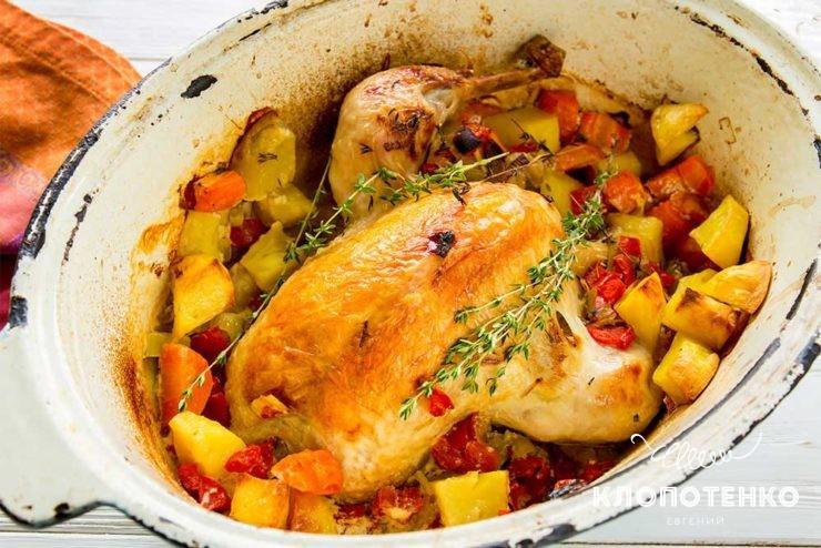 Курка в жаровні з овочами
