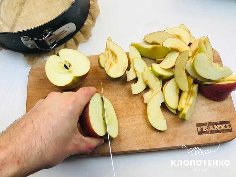 яблока нарежьте дольками