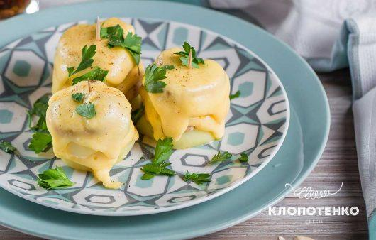 Закуска из картофеля с грибами и сыром