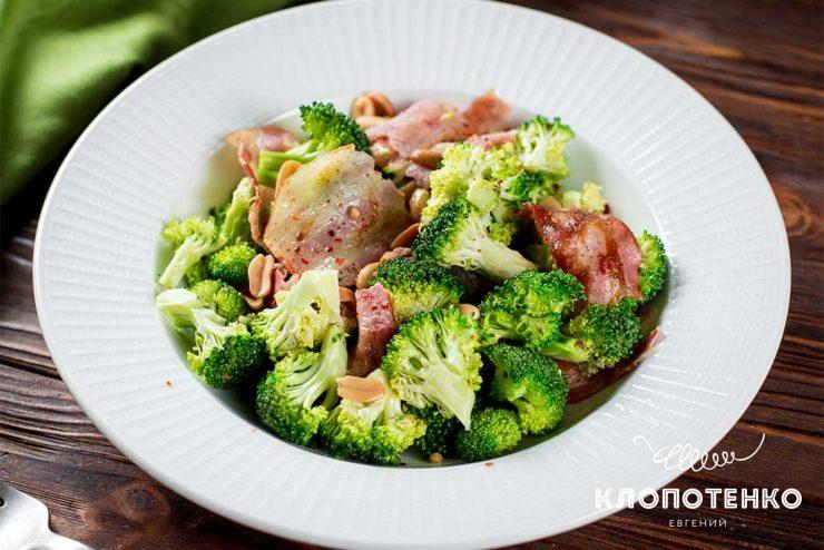 Салат из брокколи с беконом