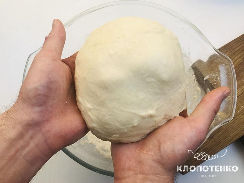 Замесите тесто