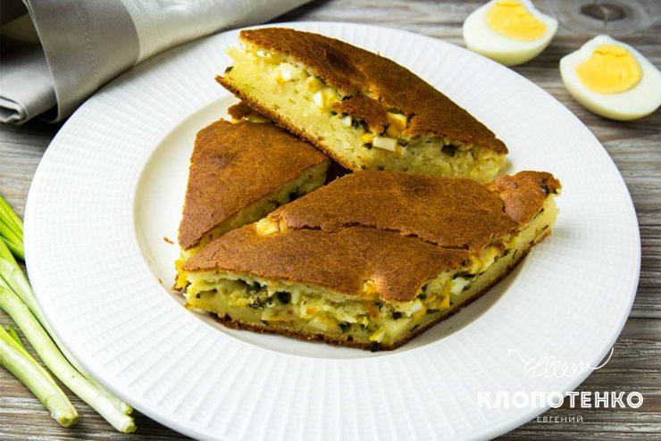 Заливний пиріг з цибулею і яйцем