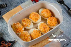 Яйца, фаршированные сыром бри