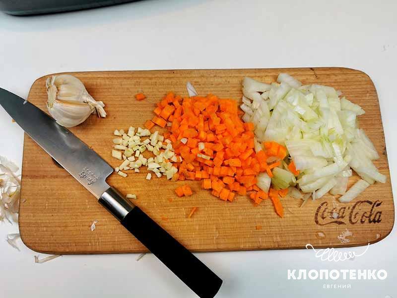 подготовка овощей для куриного паштета