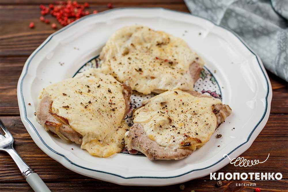 М'ясо по-французьки з соусом бешамель