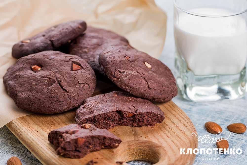 Шоколадне печиво з мигдалем: як в Америці