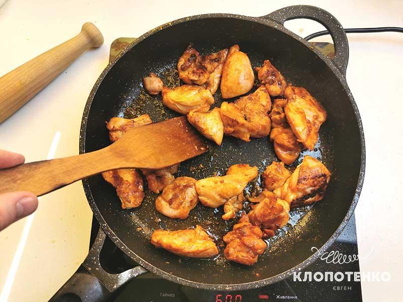 Подрумяньте курицу