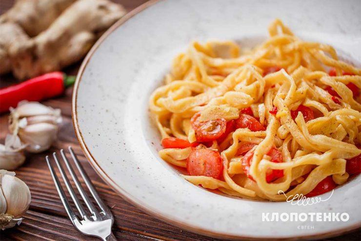 Домашние спагетти с чесночно-имбирным соусом
