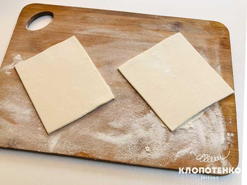 Нарежьте тесто квадратиками