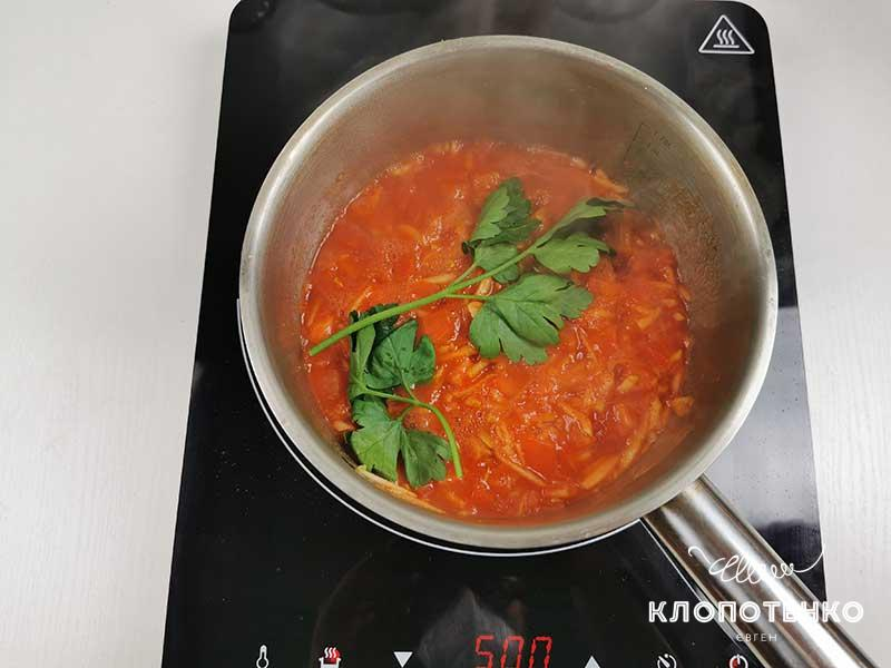 Приготовьте томатно-яблочный соус