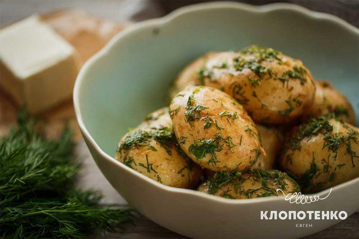 Молода картопля з кропом
