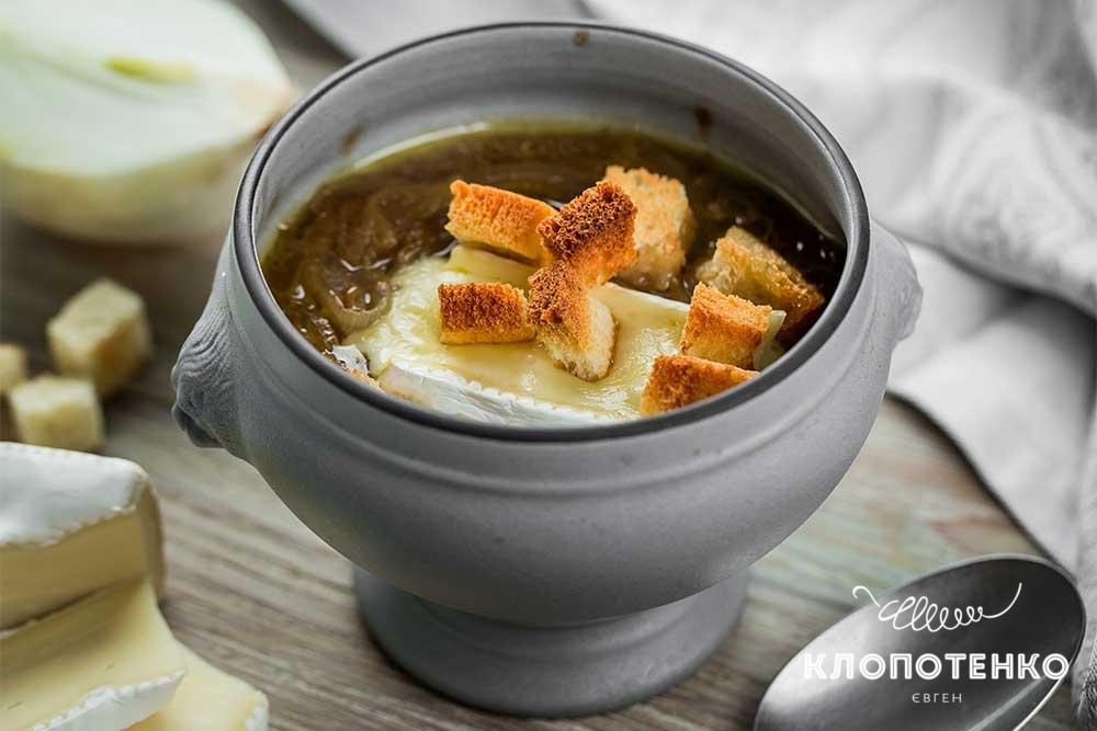 Цибулевий суп на бульйоні