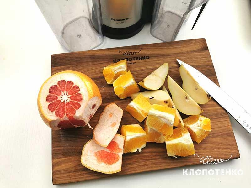 Смешайте апельсин, грушу и грейпфрут