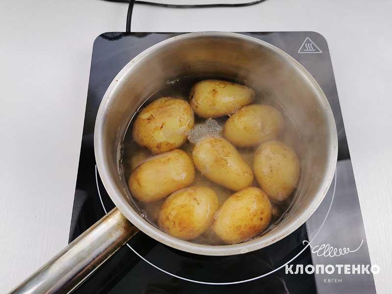 Отварите картофель