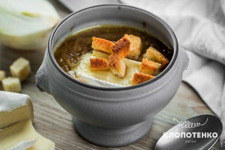 Луковый суп на бульоне
