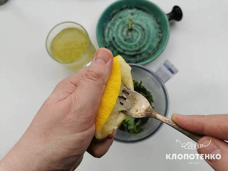 Добавьте сок лимона