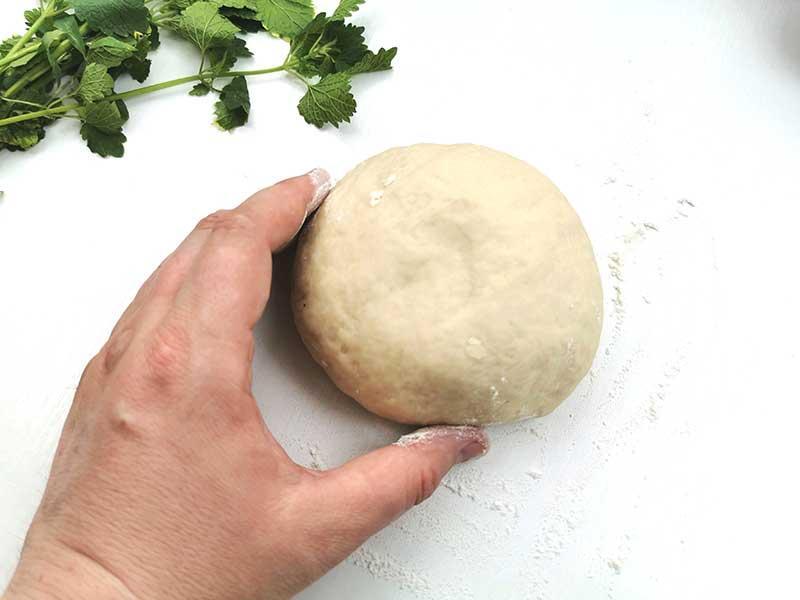 Сформируйте тесто в шар