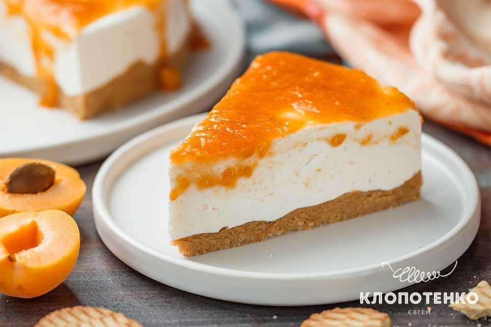 Торт «Птичье молоко» с абрикосовым соусом