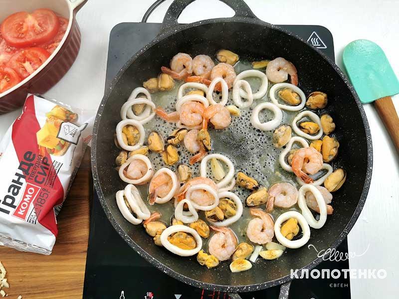 Поджарьте морепродукты