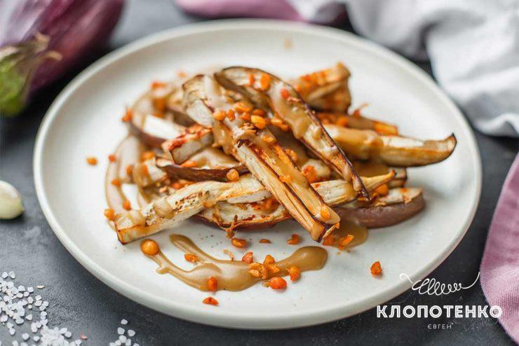 Баклажани з грибним соусом
