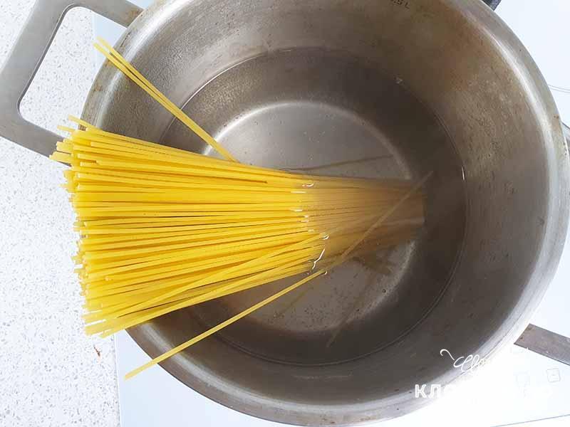 Отварите спагетти