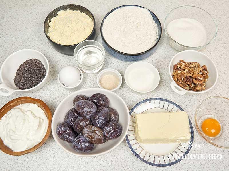 Подготовьте ингредиенты для теста и для начинки