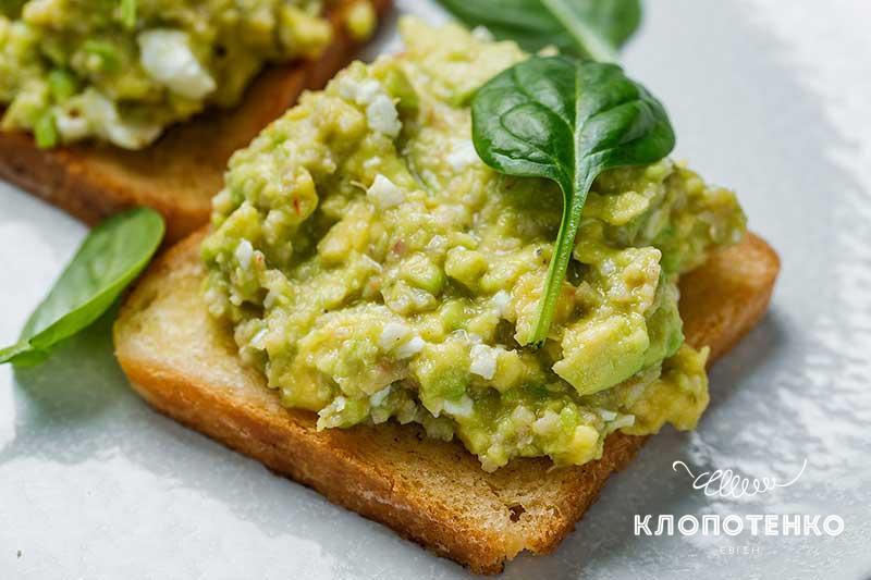 Авокадо тост смясомкриля