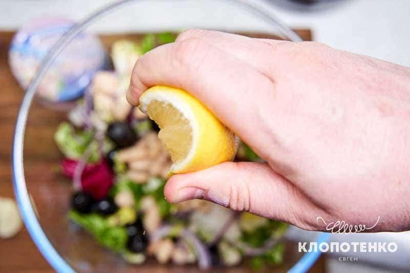 Полейте соком лимона