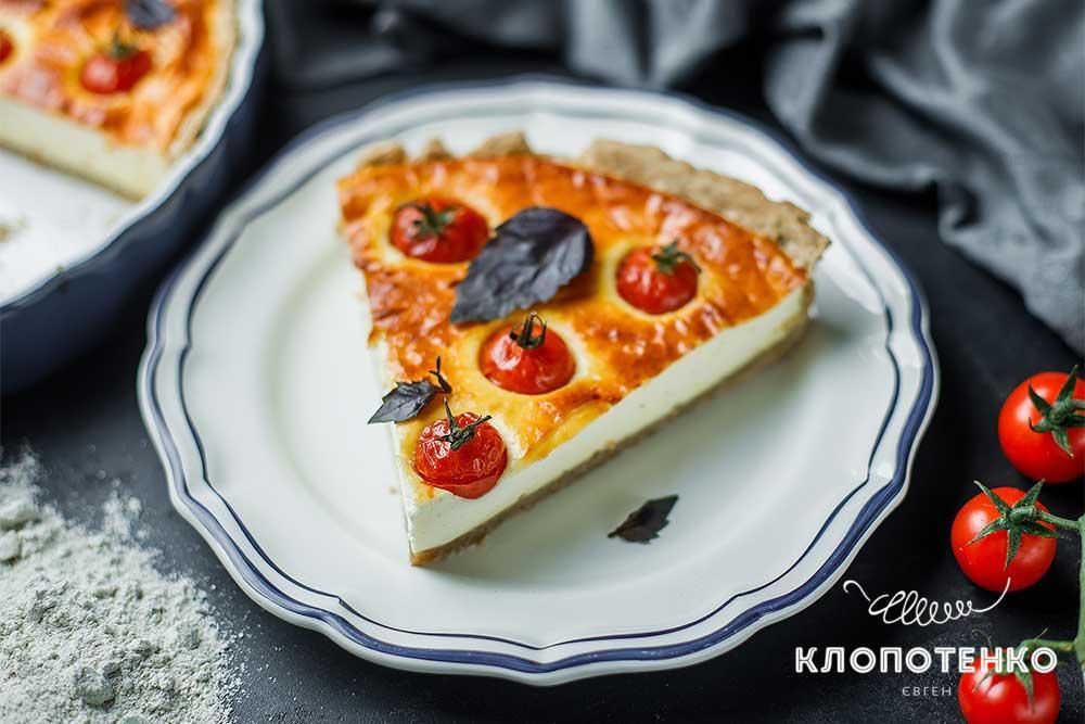 Сирний пиріг із томатами