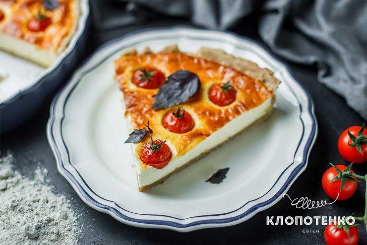 Творожный пирог с томатами