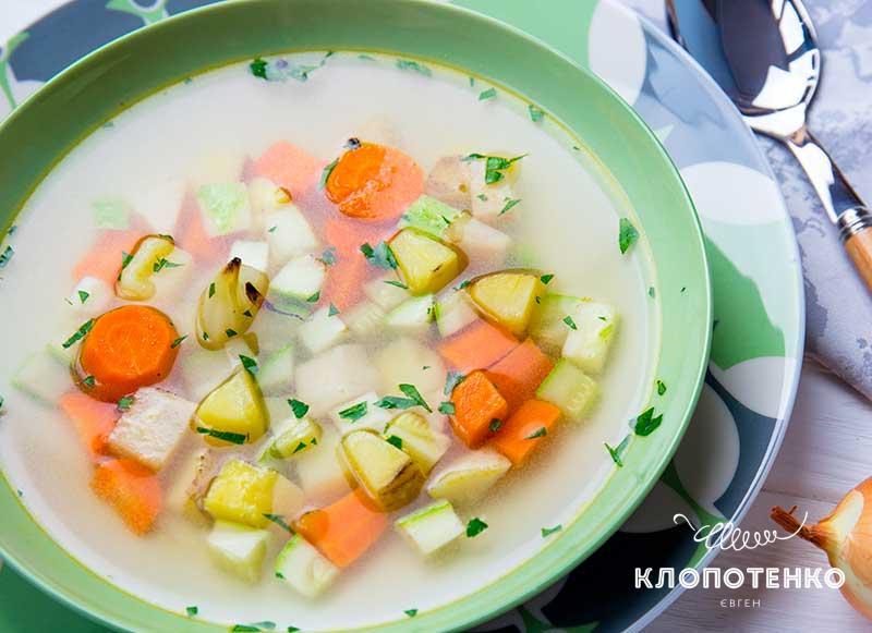 Легкий суп с запеченными овощами