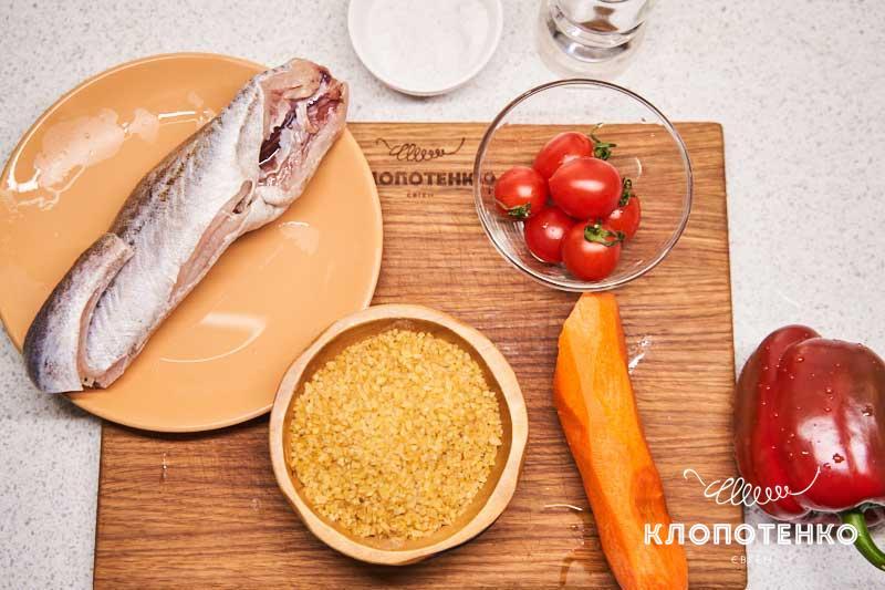 Подготовьте все остальные ингредиенты для приготовления минтая в конверте