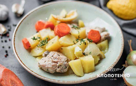 Печеня з м'ясом і картоплею в мультиварці
