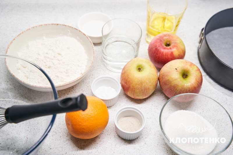 Подготовьте все ингредиенты для приготовления постной шарлотки