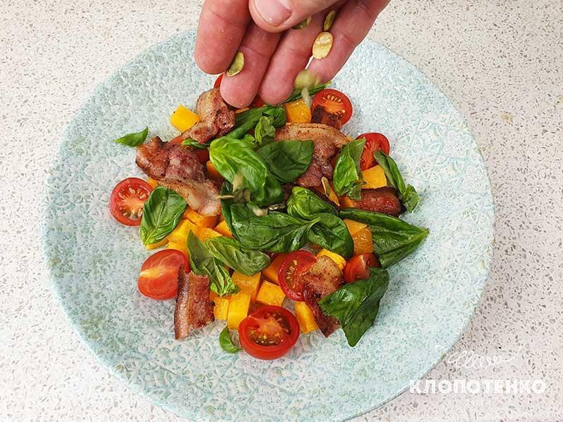 Соберите салат в презентационной тарелке